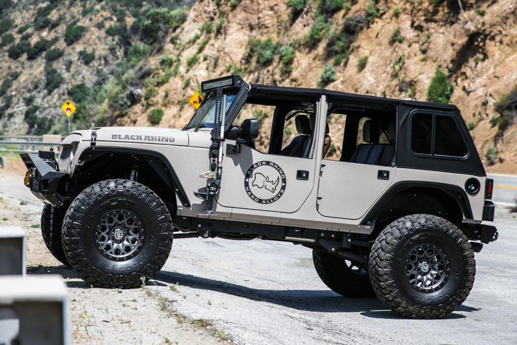 black-rhino-sprocket-matte-gunmetal-black-lip-edge-jeep-wrangler-3